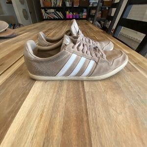 Adidas tan leather Tennis Shoes